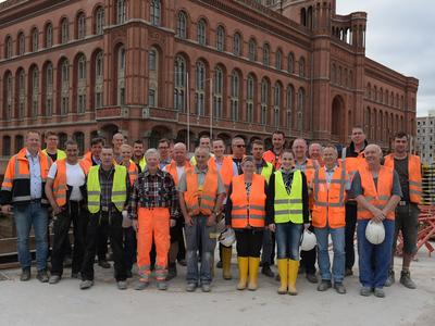 Farewell to the construction workers of the shell at underground station Rotes Rathaus