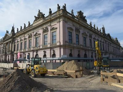 Museum Island: Modifications to the pedestrian walkway